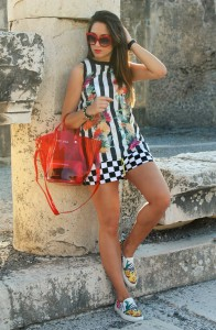 My glamour attitude, outfit, look, ootd, pompei, ancient city, scavi, tourist, travel, napoli, history, storia, stripes, flowers, bibi bag, cult shoes, maria giovanna abagnale